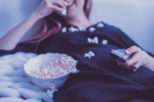 watch movie eating popcorn